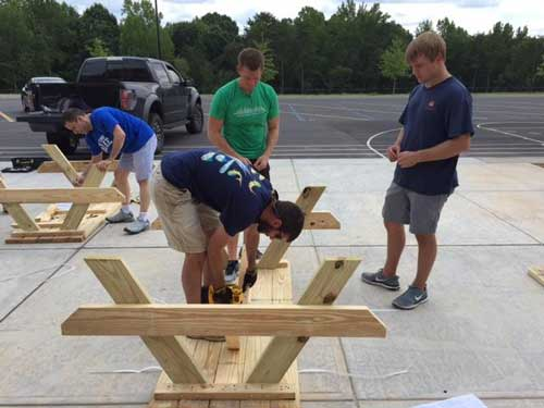 People building a table